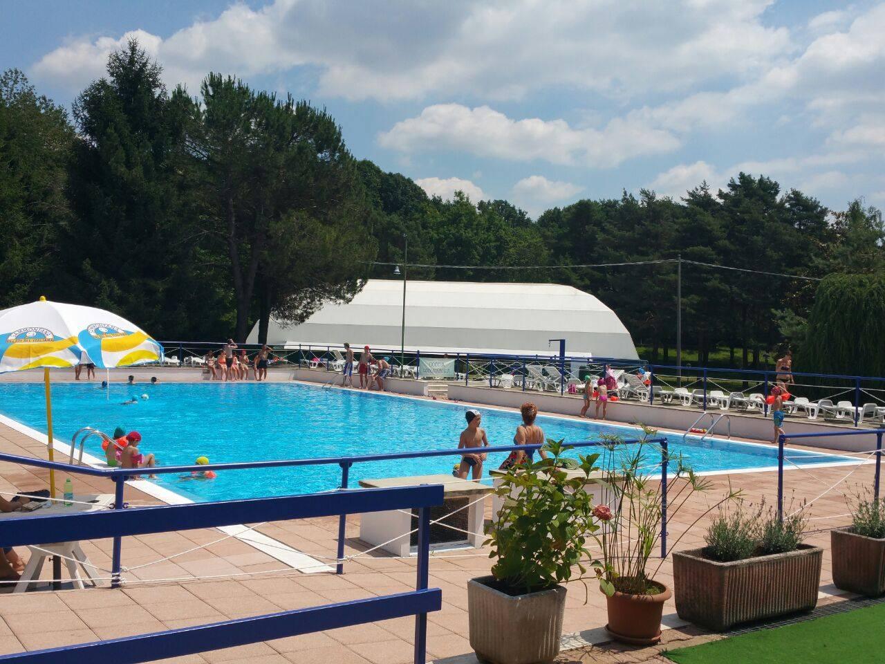 Piscina tennis calcio a 5 pizzeria piscina venegono - Piscina vimercate prezzi ...